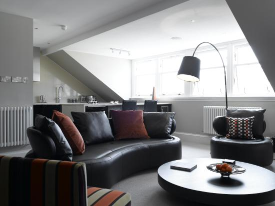 The Chester Residence: Penthouse Lounge