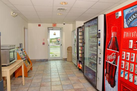 Motel 6 Whitby: Vending