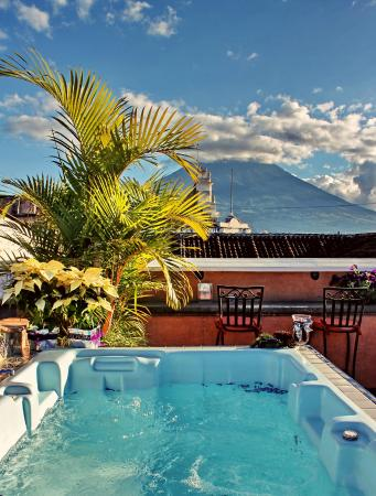 D'Leyenda Hotel: Jaccuzzi con vista al volcán