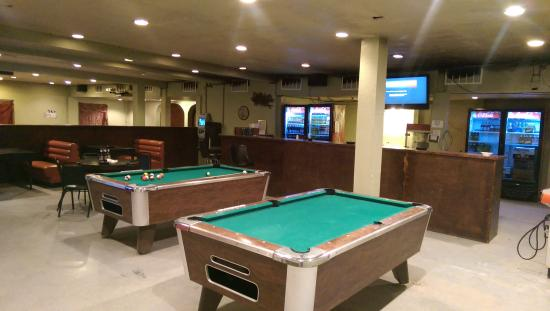 Econo Lodge Pecos: Time to Drink and Play!!!