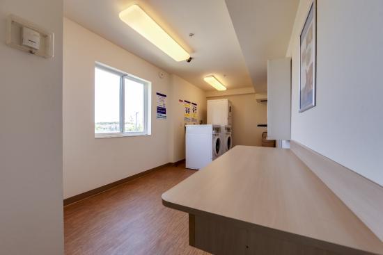 motel 6 toronto mississauga canada voir les tarifs et. Black Bedroom Furniture Sets. Home Design Ideas