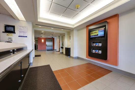 Motel 6 Toronto Mississauga: Lobby