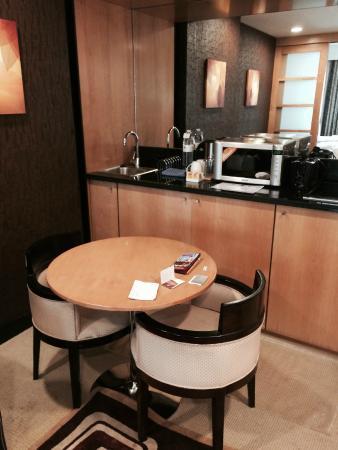 Savoy Suites Hotel Apartments: Гостиная или кухня