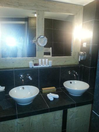 Hotel L'Aigle des Neiges: Salle de bain