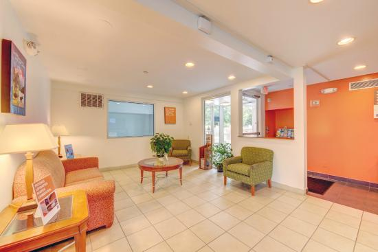 Motel 6 Virginia Beach: Lobby