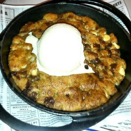 St. Elmo's Seaside Brasserie: Cookie in a pun!