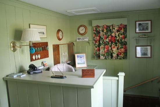 Mid-Town Motel: Motel Office