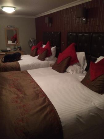 The Anchorage Inn: Lovely room. Spotless. With super king beds.