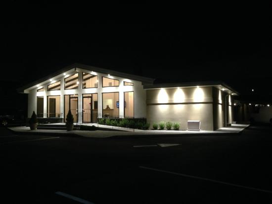 Bethpage Hotel Exterior Night View