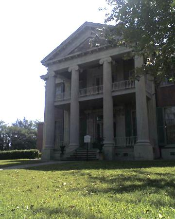 Natchez, MS: Ionic Columns full of grace