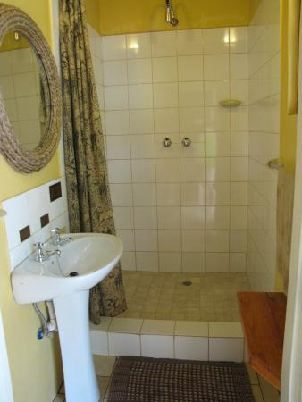 Mokolodi Backpackers: Awesome shower facilities!