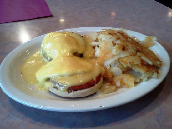 Marysville Diner : Eggs Benedict