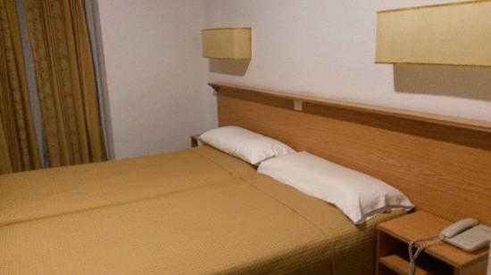 Hotel Madrisol : Çift kişilik yatak