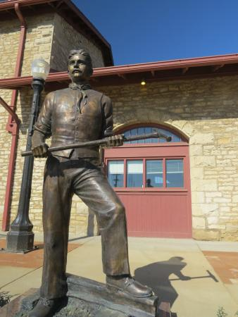 Atchison, KS: Railroad worker statue