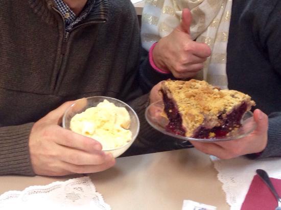 A Slice of PIe: Blackberry crumb pie!