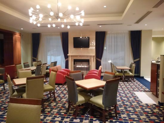 Fairfield Inn & Suites by Marriott Montreal Airport: Dinning room