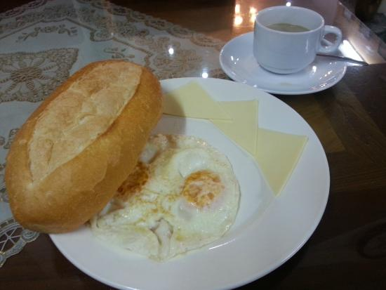 Little Hanoi Hostel: breakfast