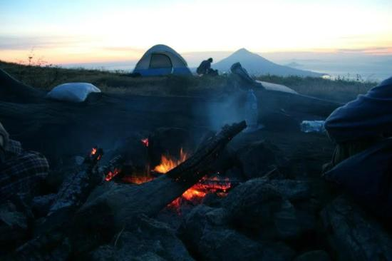 Eco-Camp Expeditions Day Tours : Camping on El hoyo Volcano