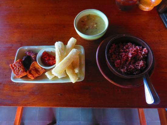 Tembi Rumah Budaya: Nasi merah tempe dan sayur lodeh