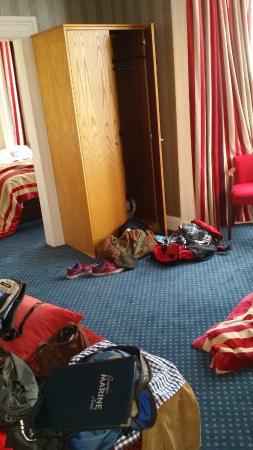 Gwesty'r Marine Hotel: Room in the room.
