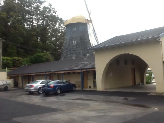 The Big Windmill Corporate & Family Motel: Windmill at Big Windmill