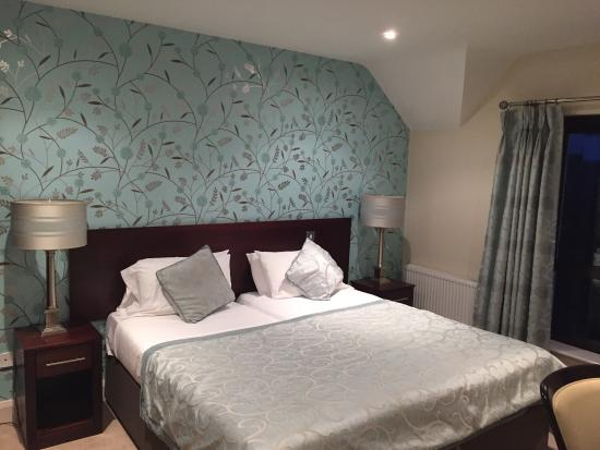 Kenmare Bay Holiday Homes & Lodges: Back bedroom