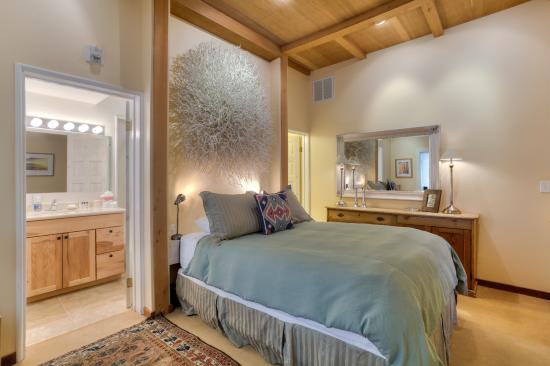 Ashland Creek Inn: Taos Suite
