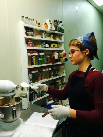 Front Royal, Wirginia: Jessica hard at work making Banana Espresso Cake