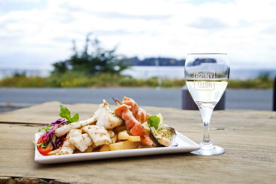 Hotel Bruny Bistro : Great Waterfront Dining Location