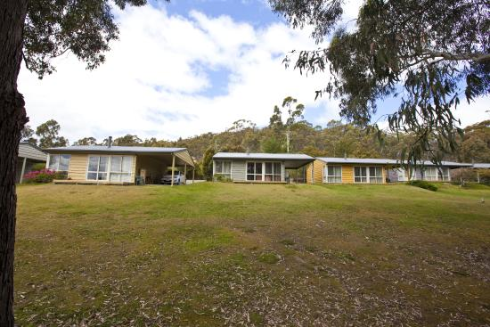 Bruny Island Explorers Cottages: Staggered across the land for optimum views and privacy