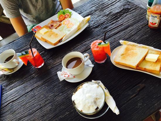 Hut Sun Bungalows: Healthy breakfast and english breakfast = 300 baht