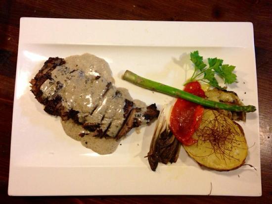 La Sangiovesa - Pamplona: Pluma ibérico al tartufo!! Espectacular!!