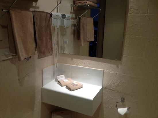 Balmoral on York : Hand corner shelf in bathroom