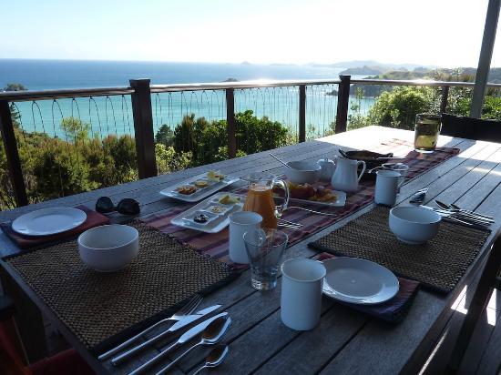 Huntaway Lodge : Breakfast on the deck