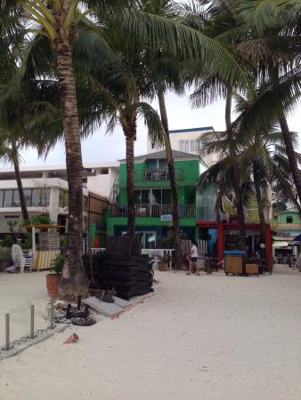 Blue Waves Beach House: Beach side hotel like Bluewaves is a very good place to stay ��