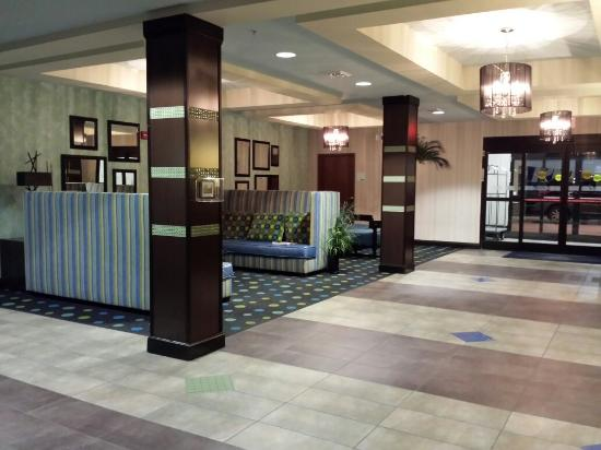 Holiday Inn Express Hotel & Suites Salem: Sofas opposite Reception Counter