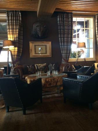 Lodge Park : The cosy lobby