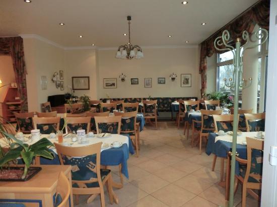 Hotel Haus Morjan : ホテル朝食レストラン
