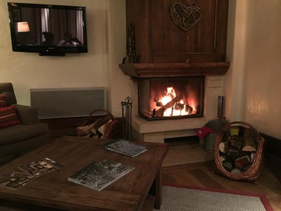 Hotel Le Portetta: Lovely fire.  Sooo warm.
