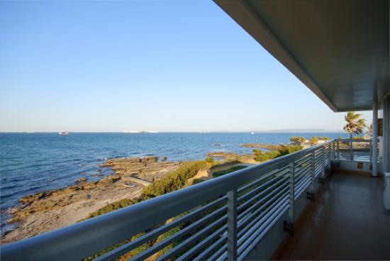 Kannonzaki Keikyu Hotel: 1階でも3階でも海は目の前