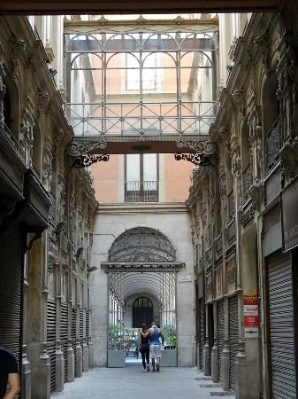 Gothic Quarter (Barri Gotic) in Barcelona - Picture of Gothic Quarter (Barri ...