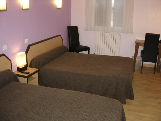 Hôtel Restaurant du Lauragais : Chambre 2 à 4 personnes