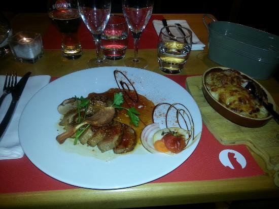 Avancher Restaurant & Bar : Duck breast with sweet sesame sauce