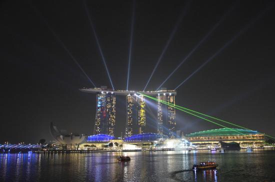Marina Bay Sands: лазерное шоу