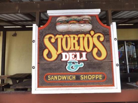 Storto's Deli & Sandwich Shop: 外観