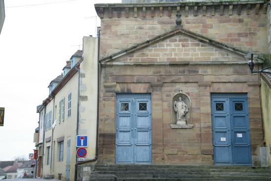 Auberge de l'Orisse: Eglise Saint-Croix de Saint Pourçain sur Sioule.