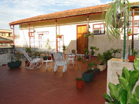 Hostal Alma: terrace 1
