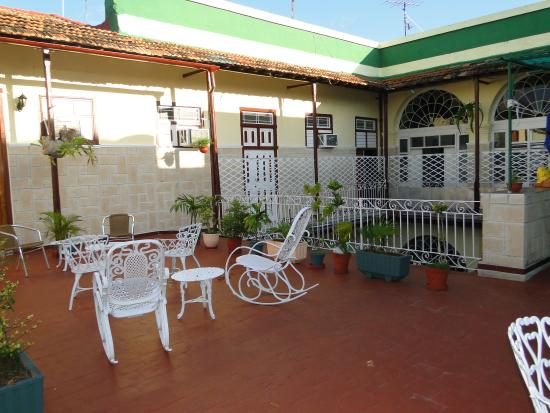 Hostal Alma: terrace 3