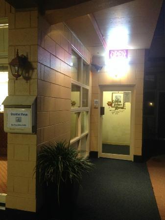 Golden Lotus Room: Entrance