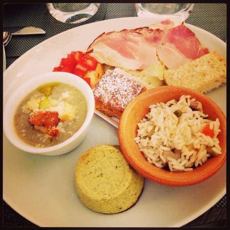 Saint-Vincent, Italia: Appetizer.... La zuppa è favolosa e ti rimette in piedi dopo un po' di relax!